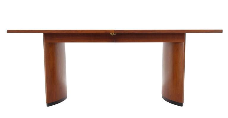 d6bffce2e2fd Very Nice Mid-Century Modern Walnut Dining Table with Two Extension Leaves  For Sale 1