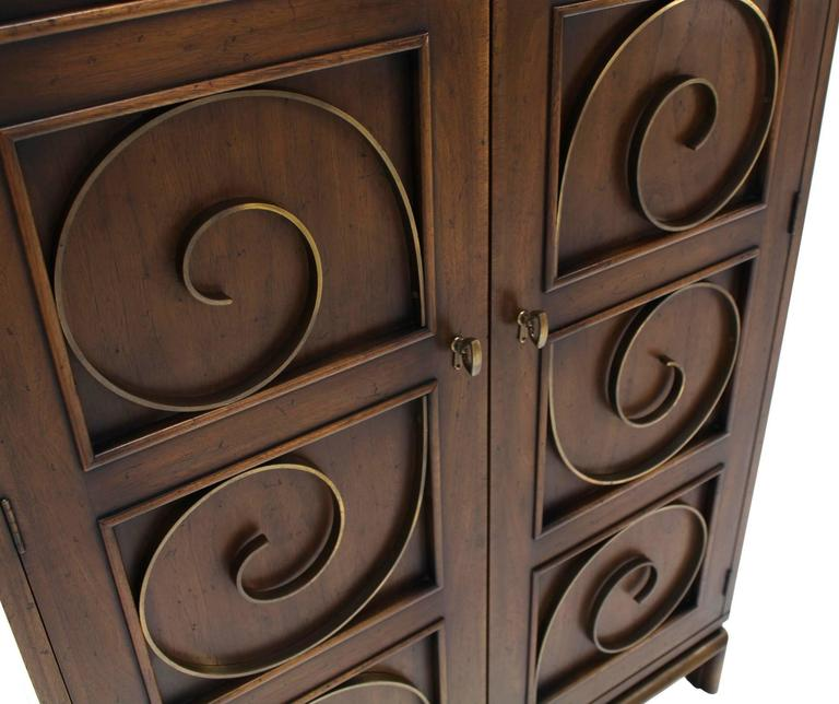 Solid Brass Scrolls Blanket Chest Cabinet In Excellent Condition For Sale In Elmwood Park, NJ