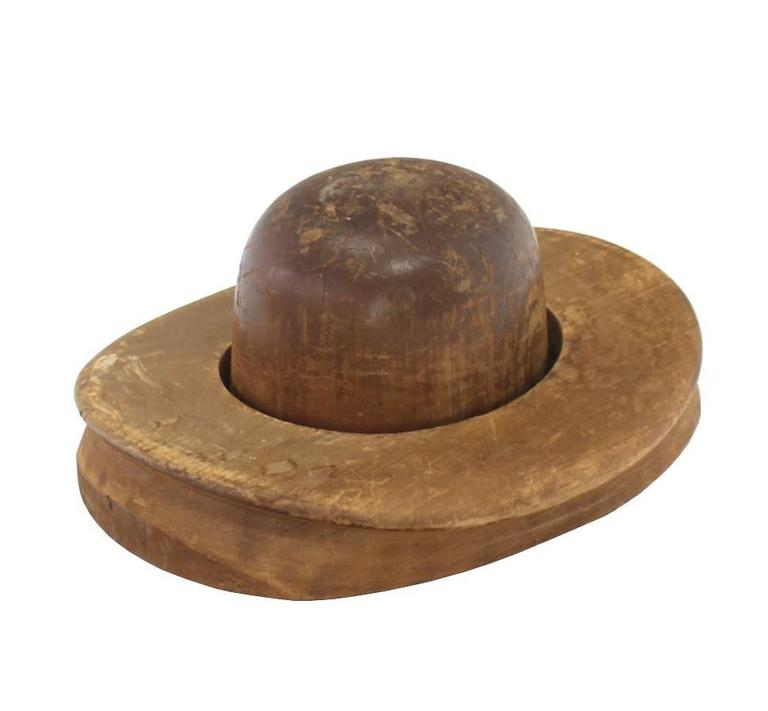 Pair of Wooden Antique Hat Forms In Good Condition For Sale In Blairstown, NJ