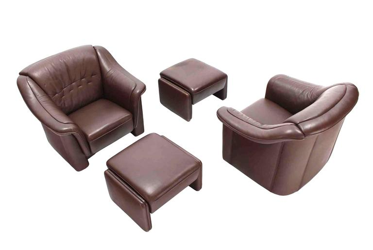 Pair of Brown Leather Lounge Chairs with Ottomans For Sale 2