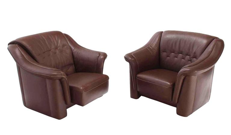 20th Century Pair of Brown Leather Lounge Chairs with Ottomans For Sale
