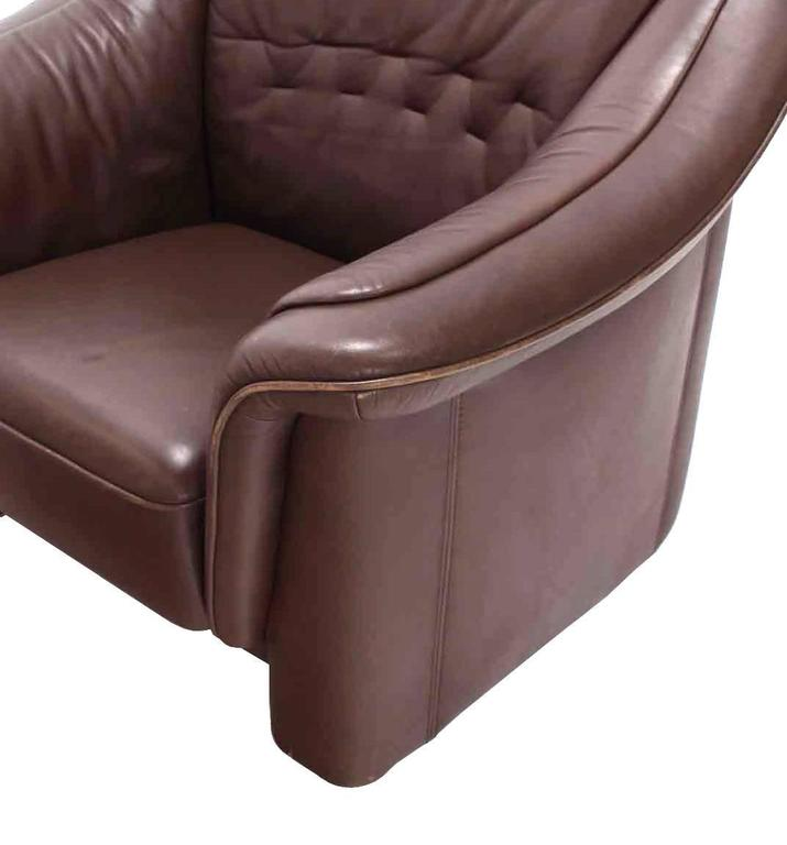 Pair of Brown Leather Lounge Chairs with Ottomans In Good Condition For Sale In Rockaway, NJ
