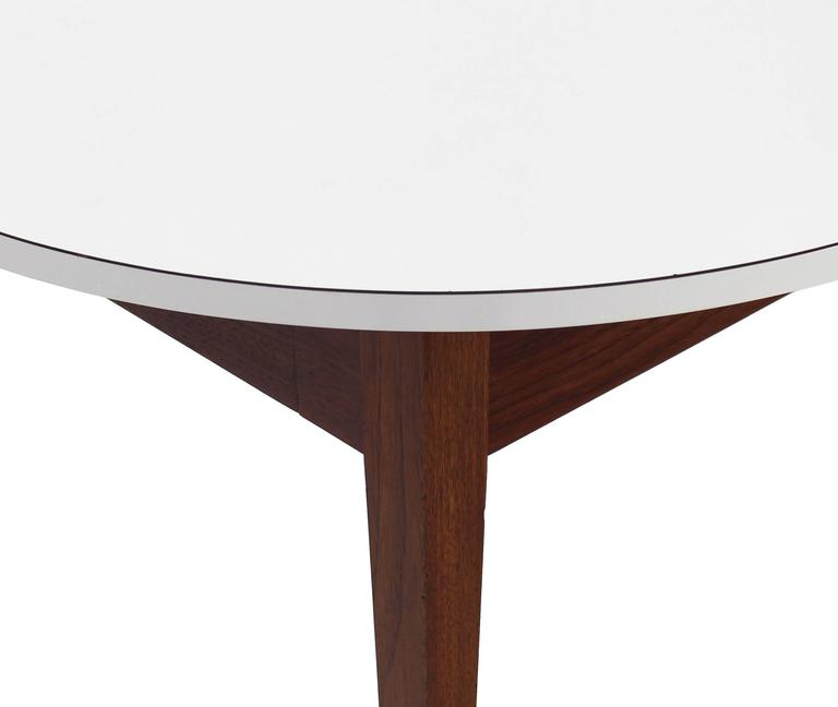 20th Century Nice Oiled Walnut Base Round Laminated Top Side Table For Sale