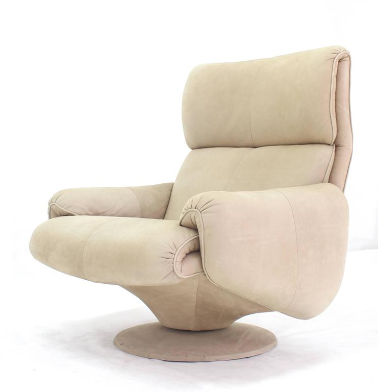 Beige Suede Leather Lounge Chair with Matching Ottoman In Excellent Condition For Sale In Elmwood Park, NJ