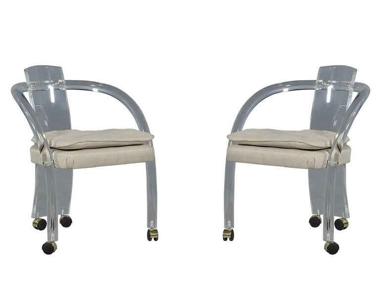 Set of Two Mid-Century Modern Waterfall Lucite Lounge Chairs For Sale 3
