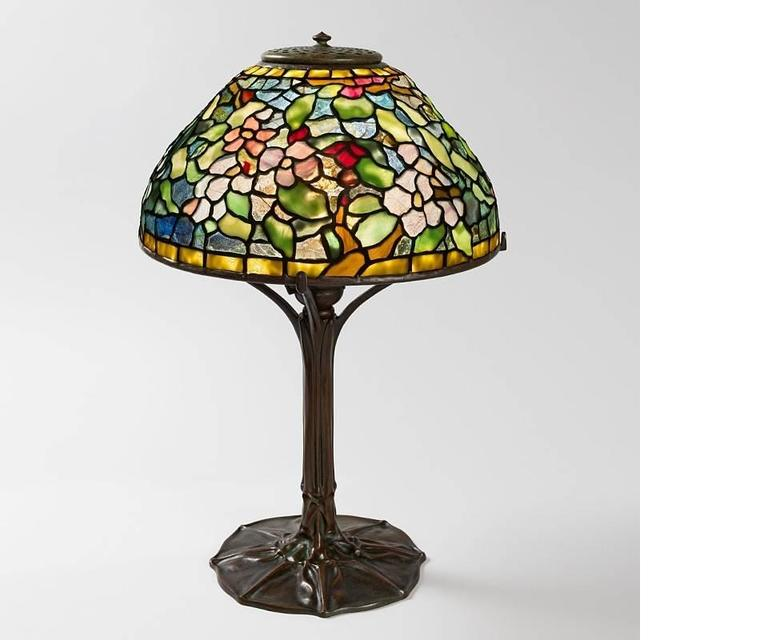 tiffany studios apple blossom table lamp for sale at 1stdibs. Black Bedroom Furniture Sets. Home Design Ideas