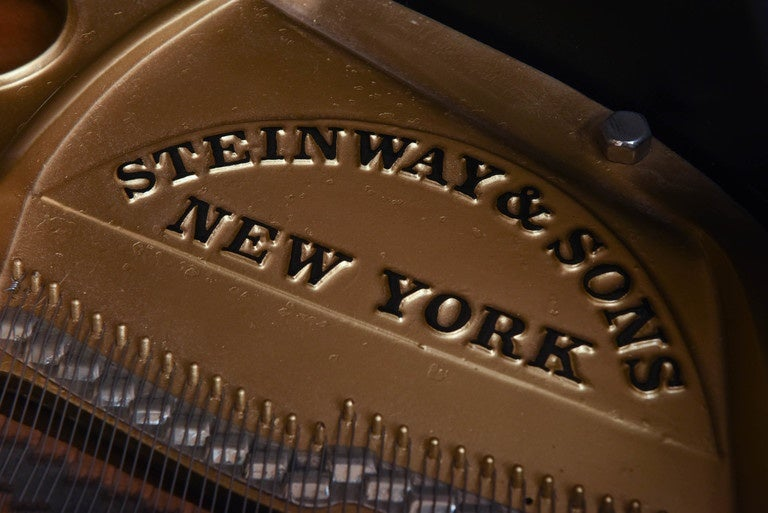 American Steinway Grand Piano from 1921 For Sale