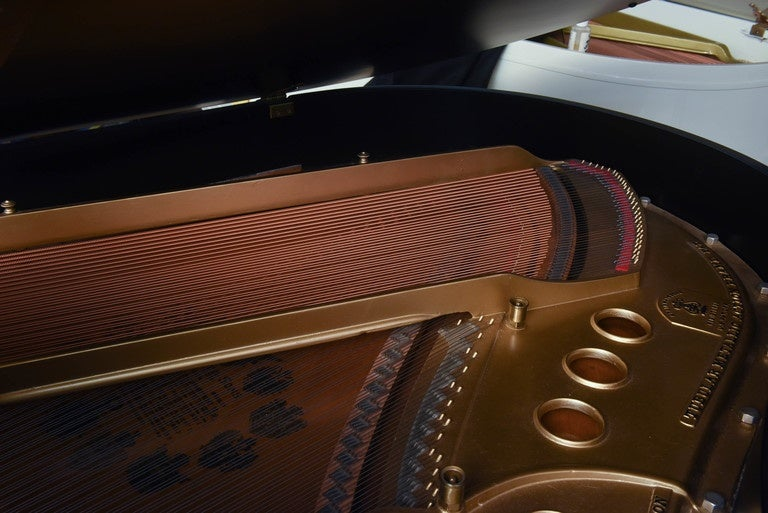 Steinway Grand Piano from 1921 In Excellent Condition For Sale In North Miami, FL