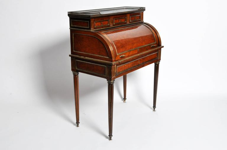 Louis xvi parquetry bureau cylindre for sale at 1stdibs for Bureau louis xvi
