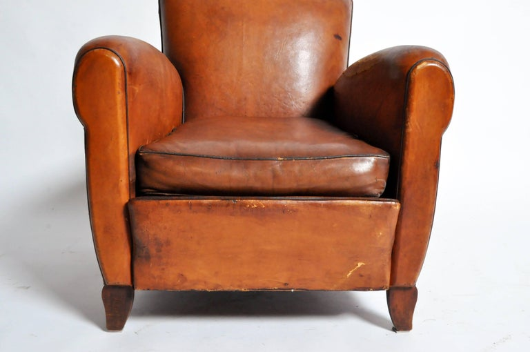 French Art Deco Leather Club Chair with Piping and Original Patina For Sale 3