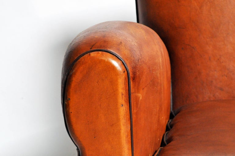 French Art Deco Leather Club Chair with Piping and Original Patina For Sale 4