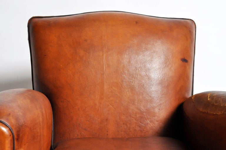 French Art Deco Leather Club Chair with Piping and Original Patina For Sale 2