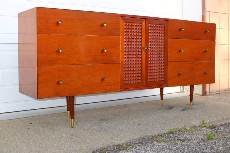 Mid-Century Modern Chest of Drawers In Good Condition For Sale In Hingham, MA