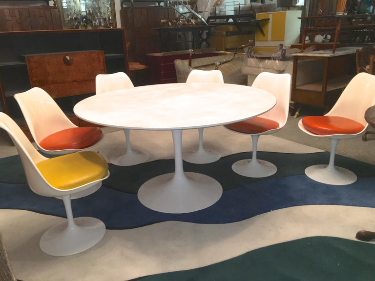 Aluminum Eero Saarinen for Knoll Round Tulip Dining Table with Six Tulip Chairs For Sale