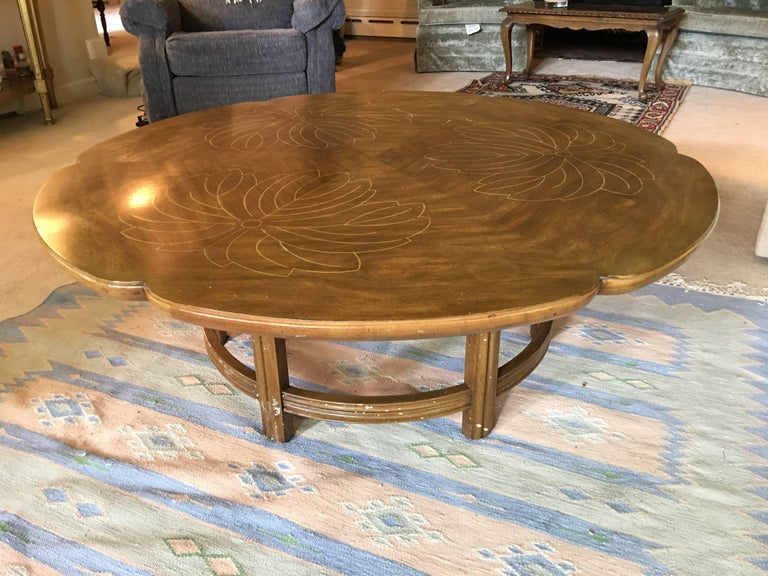 John Widdicomb Scalloped Edge Round Cocktail Table with Inlay In Excellent Condition For Sale In Hingham, MA