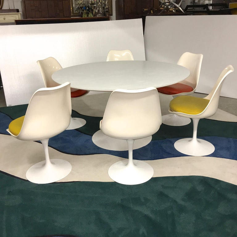 Mid-20th Century Eero Saarinen for Knoll Round Tulip Dining Table with Six Tulip Chairs For Sale