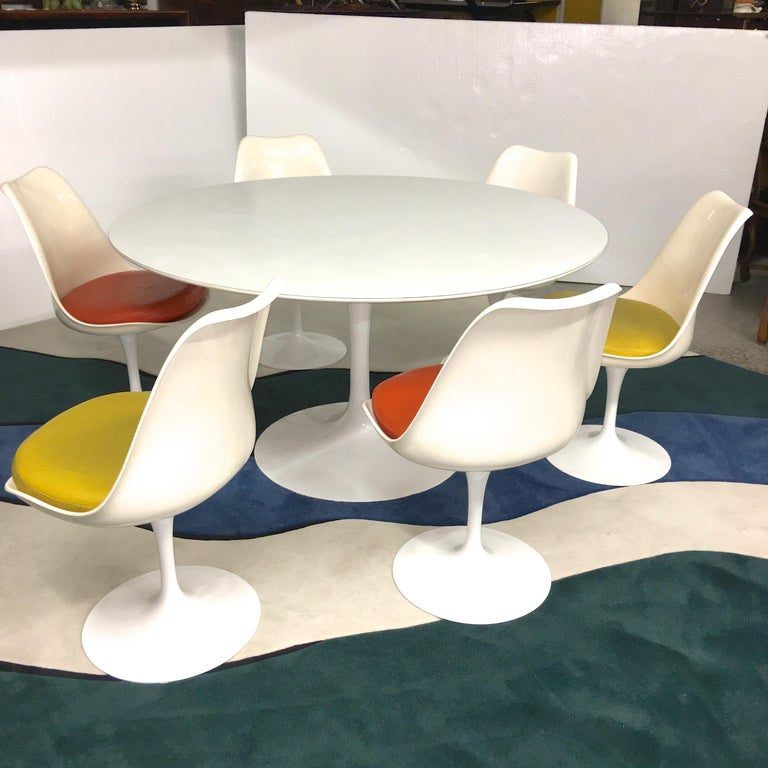 Eero Saarinen for Knoll Round Tulip Dining Table with Six Tulip Chairs For Sale 1