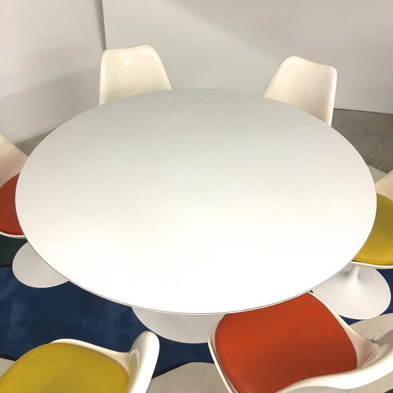 Eero Saarinen for Knoll Round Tulip Dining Table with Six Tulip Chairs For Sale 2