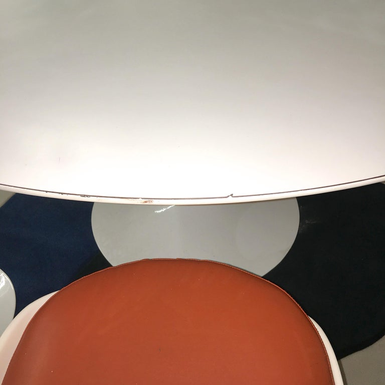Eero Saarinen for Knoll Round Tulip Dining Table with Six Tulip Chairs For Sale 4