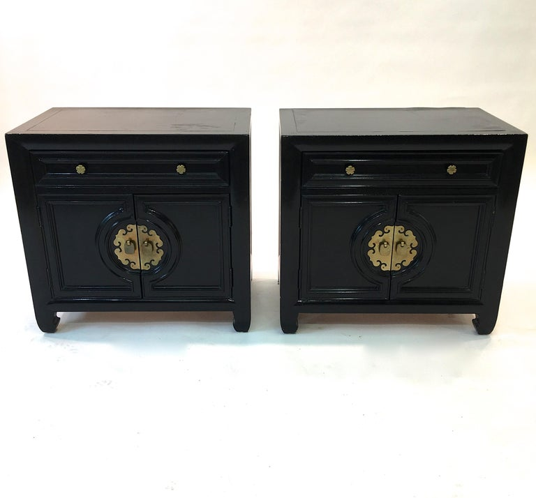 Hollywood Regency Asian Modern Motif Pair of Nightstands by Century Furniture In Good Condition For Sale In Hingham, MA