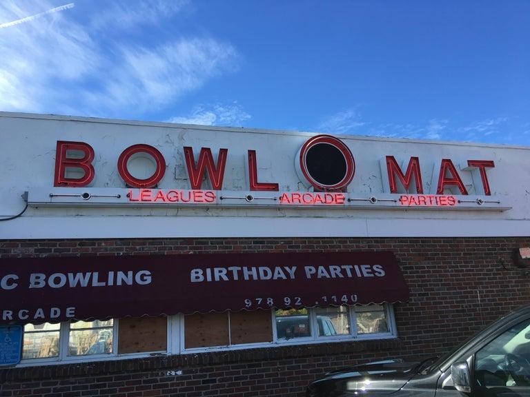 Vintage Brunswick Bowling Centre Pedestal Tables For Sale 6