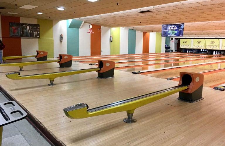 Vintage Brunswick Bowling Centre Pedestal Tables For Sale 9