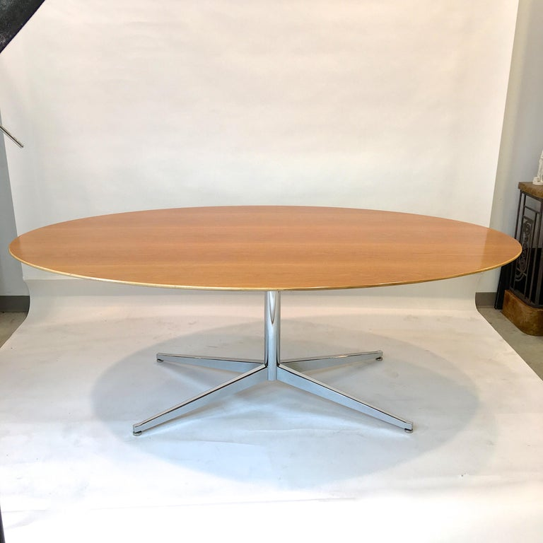 Mid-Century Modern Florence Knoll Elliptical Oval Oak Table on Chrome X Base For Sale