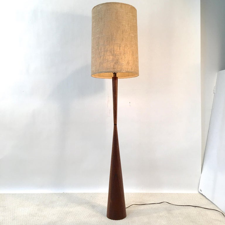 Mid-Century Modern Walnut Hourglass Floor Lamp by Raymond Pfennig for Zina Lamp Co. For Sale