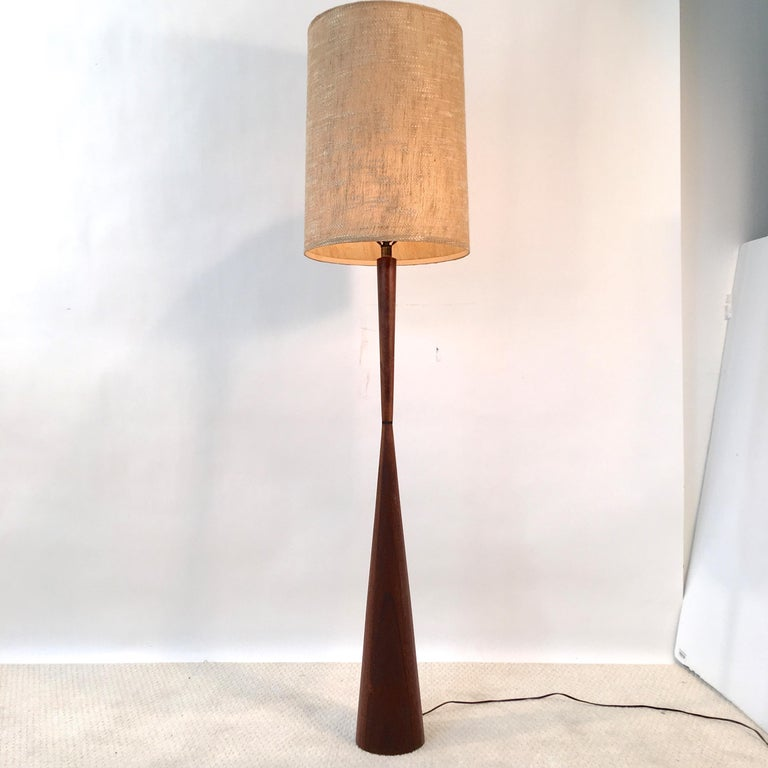 American Walnut Hourglass Floor Lamp by Raymond Pfennig for Zina Lamp Co. For Sale