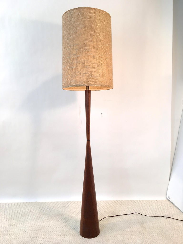 Walnut Hourglass Floor Lamp by Raymond Pfennig for Zina Lamp Co. For Sale 4