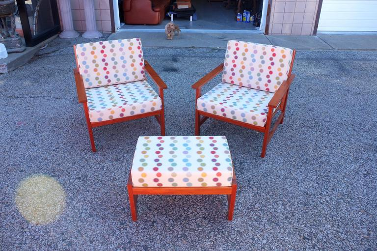 Mid-Century Modern Charles Webb Pair of Cherry Lounge Chairs and Ottoman For Sale