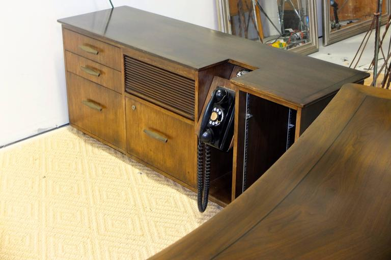 Mid-20th Century Monteverdi-Young Executive Boomerang Desk with Return and Guest Chairs For Sale