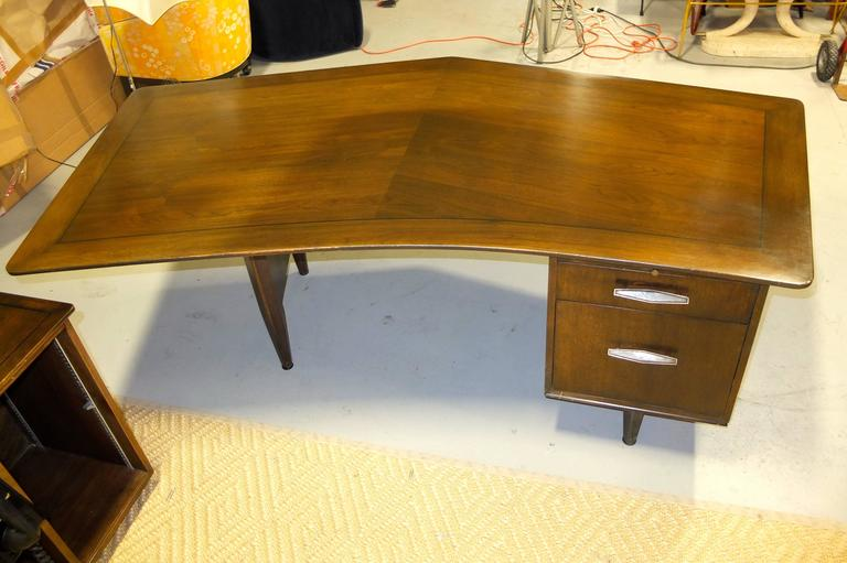 Brass Monteverdi-Young Executive Boomerang Desk with Return and Guest Chairs For Sale
