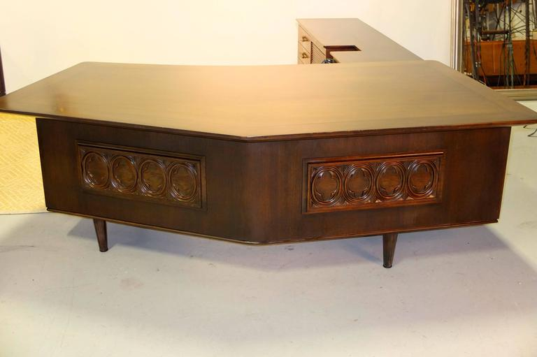 Mid-Century Modern Monteverdi-Young Executive Boomerang Desk with Return and Guest Chairs For Sale