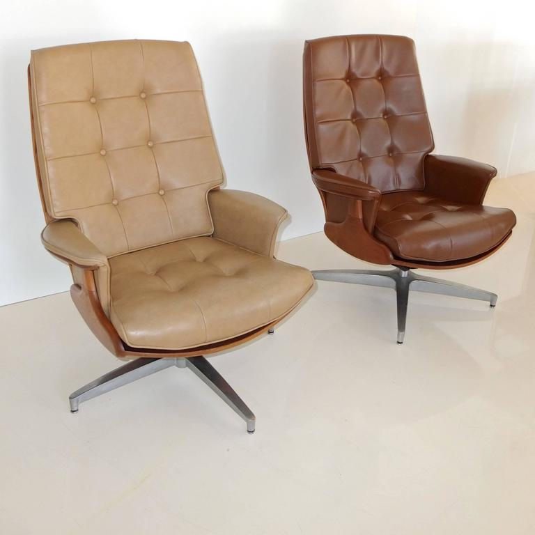 Pair of Heywood Wakefield Swivel Lounge Chairs 3
