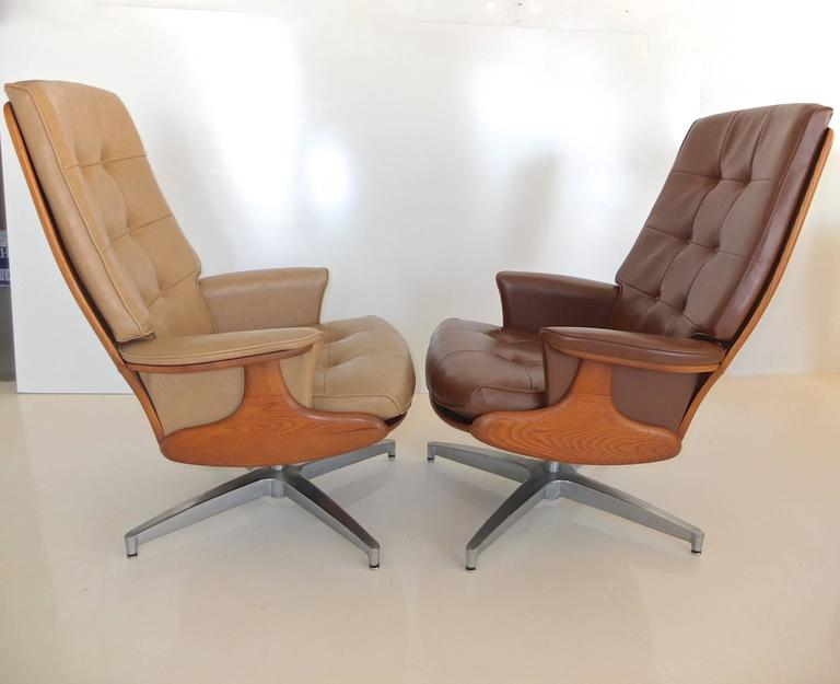 Pair of Heywood Wakefield Swivel Lounge Chairs 4