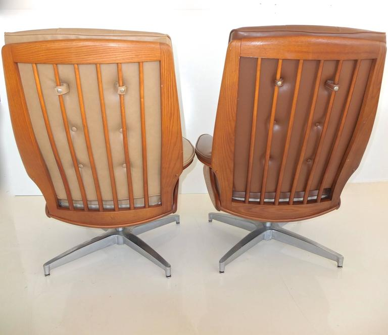 Pair of Heywood Wakefield Swivel Lounge Chairs 5