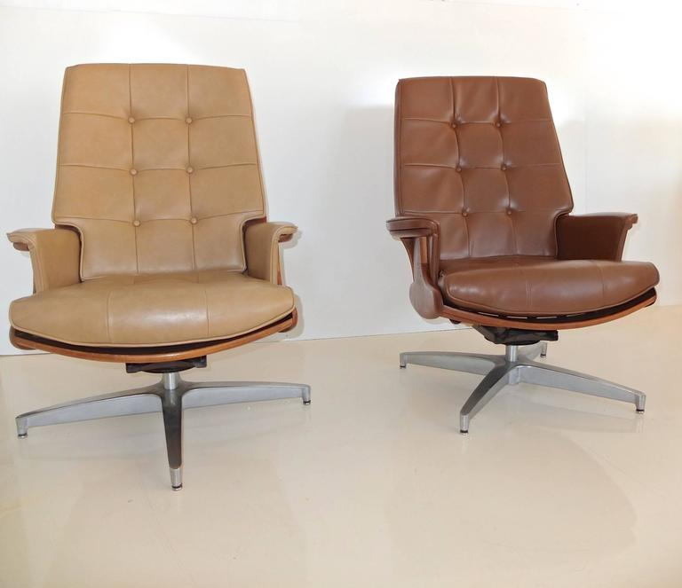 Pair of Heywood Wakefield Swivel Lounge Chairs 6
