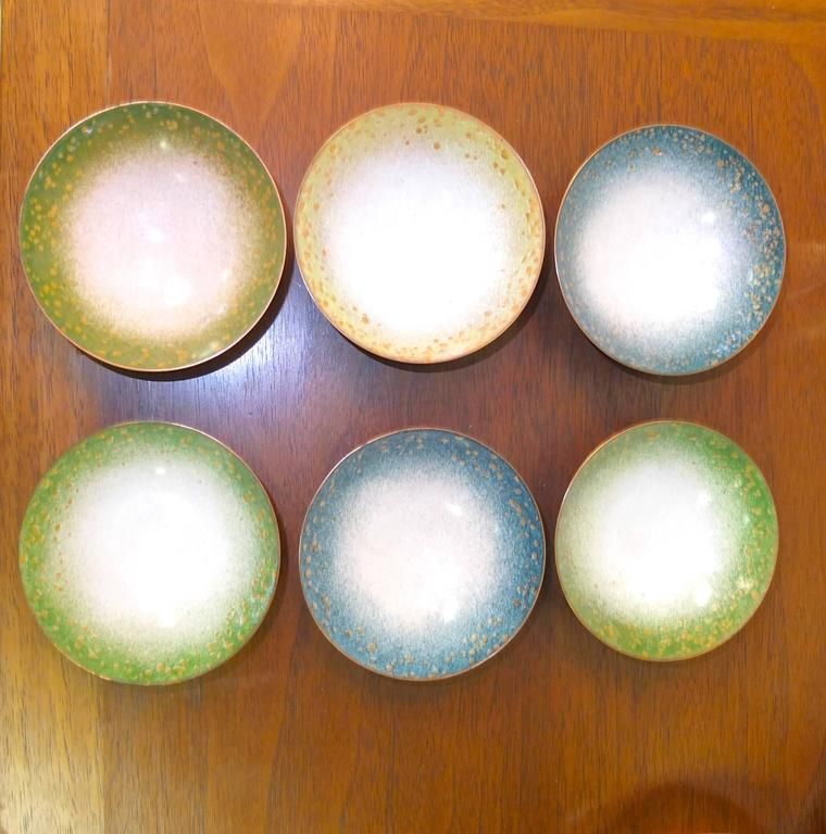 Lovely set of six Italian Mid-Century enameled copper pin dishes or ashtrays. Each bowl is enameled blue on the underside with a round copper foot.  Measures: 3-1/2 inches diameter and 1-1/2 inches high.  In the style of Paolo di Poli.