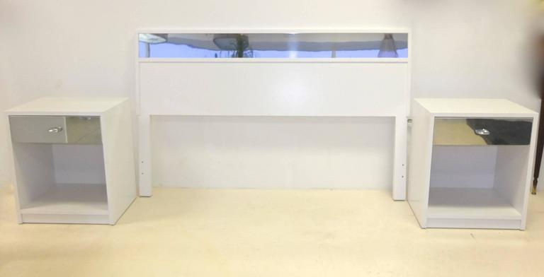 Charak Modern White and Mirror Bedroom Set In Excellent Condition For Sale In Hingham, MA