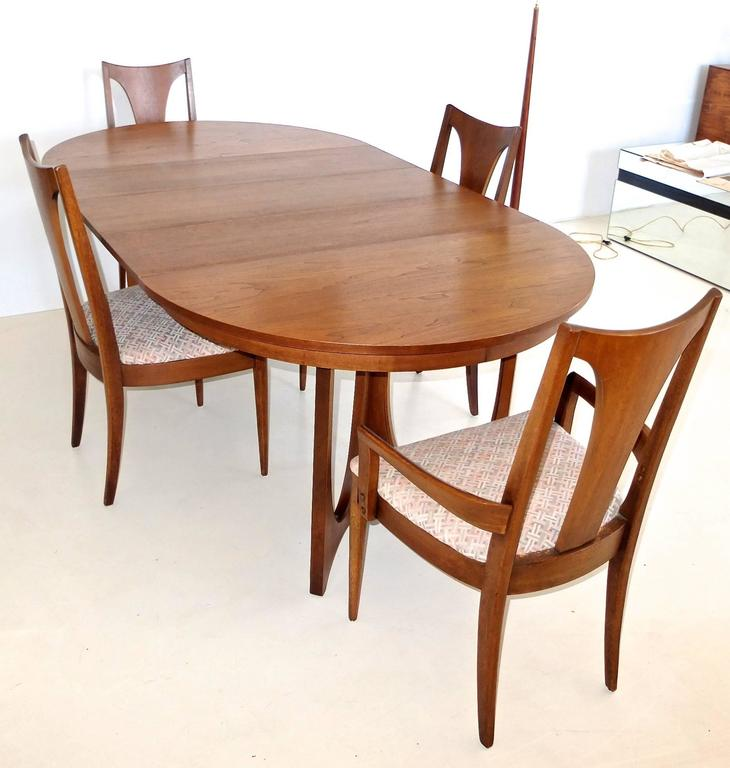 Broyhill Round Dining Table: Broyhill Brasilia Walnut Dining Table And Chairs At 1stdibs