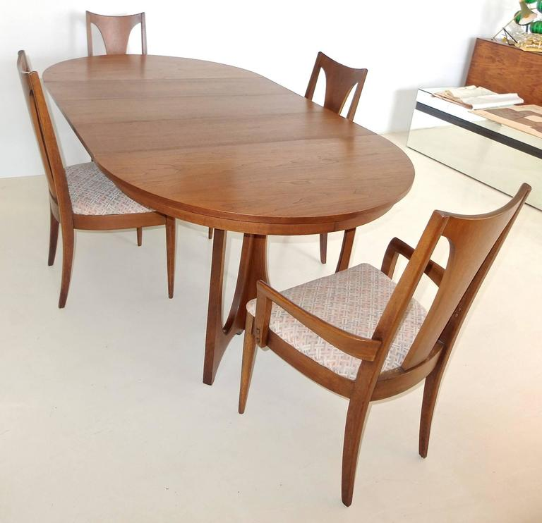 broyhill brasilia walnut dining table and chairs at 1stdibs. Black Bedroom Furniture Sets. Home Design Ideas