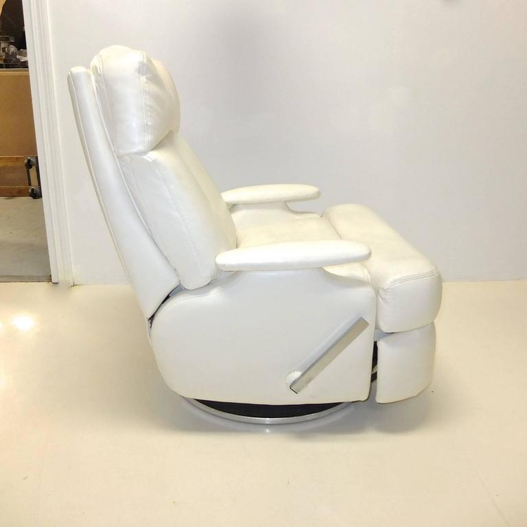 Pair of 1980's Reclining Swivel White Leather Lounge Chairs In Excellent Condition For Sale In Hingham, MA