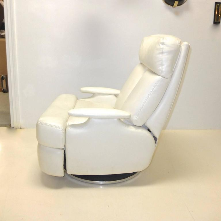 American Pair of 1980's Reclining Swivel White Leather Lounge Chairs For Sale