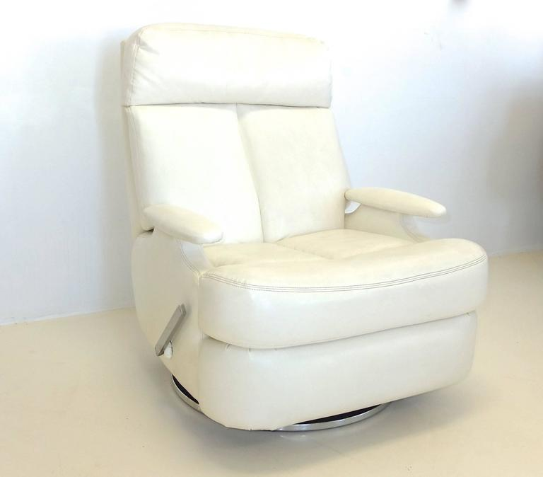 Space Age Pair Of 1980u0027s Reclining Swivel White Leather Lounge Chairs For  Sale