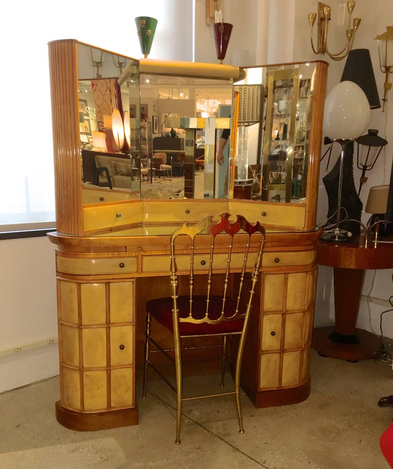 Italian Art Deco Secretary Vanity Dressing Table Attributed to Paolo Buffa In Excellent Condition For Sale In Hingham, MA