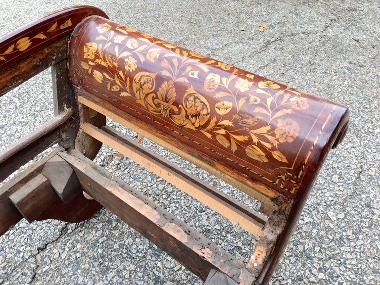 Dutch Recamier Mahogany Chaise with Satinwood Marquetry Inlay, circa 1825 4