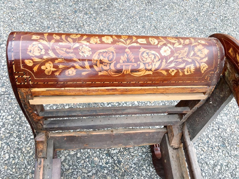 Dutch Recamier Mahogany Chaise with Satinwood Marquetry Inlay, circa 1825 5