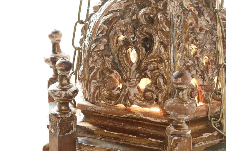 Pair of 18th Century Italian Giltwood Lanterns In Good Condition For Sale In Chicago, IL