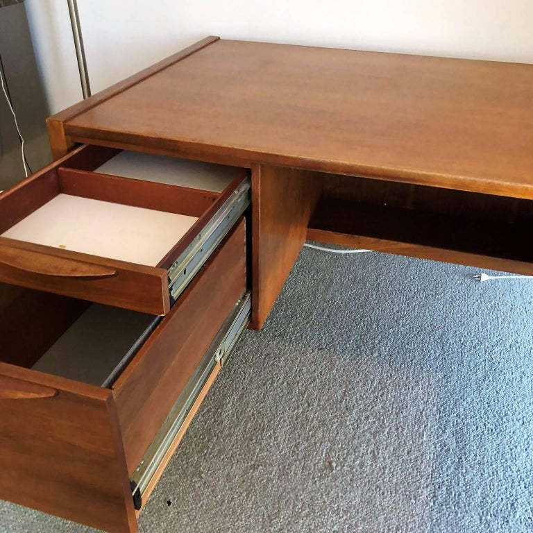Mid-Century Modern Desk with a Side Extension by Jens Risom In Good Condition For Sale In Miami, FL